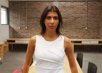 Alejandra Mustakis: Economía y Negocios